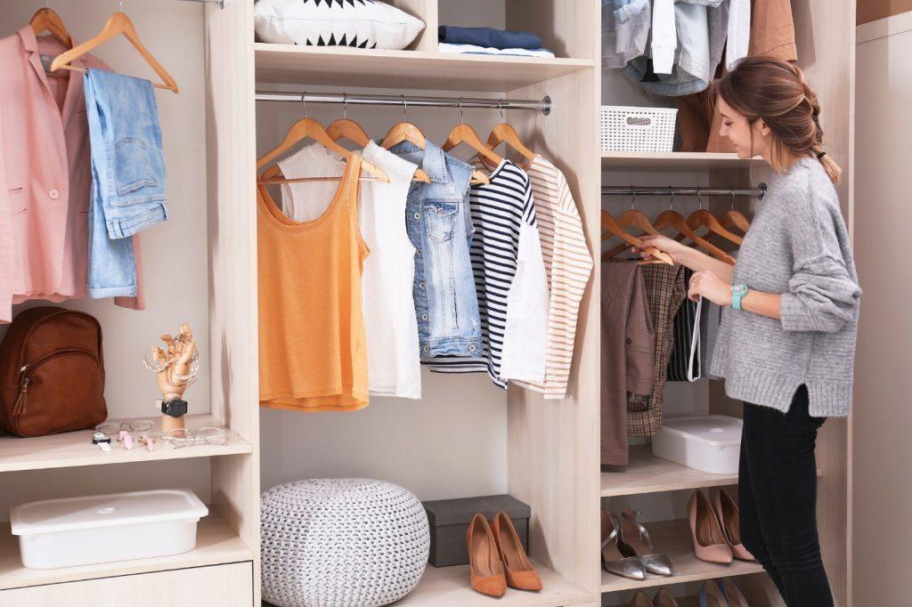 مرتب کردن کمد لباس