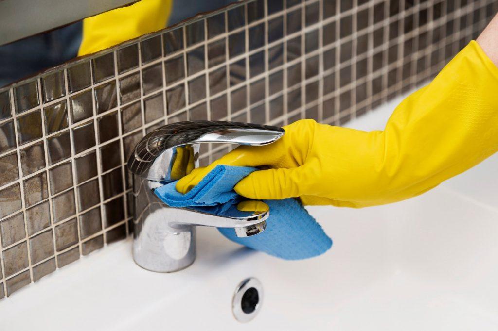 تمیز کردن سرویس بهداشتی