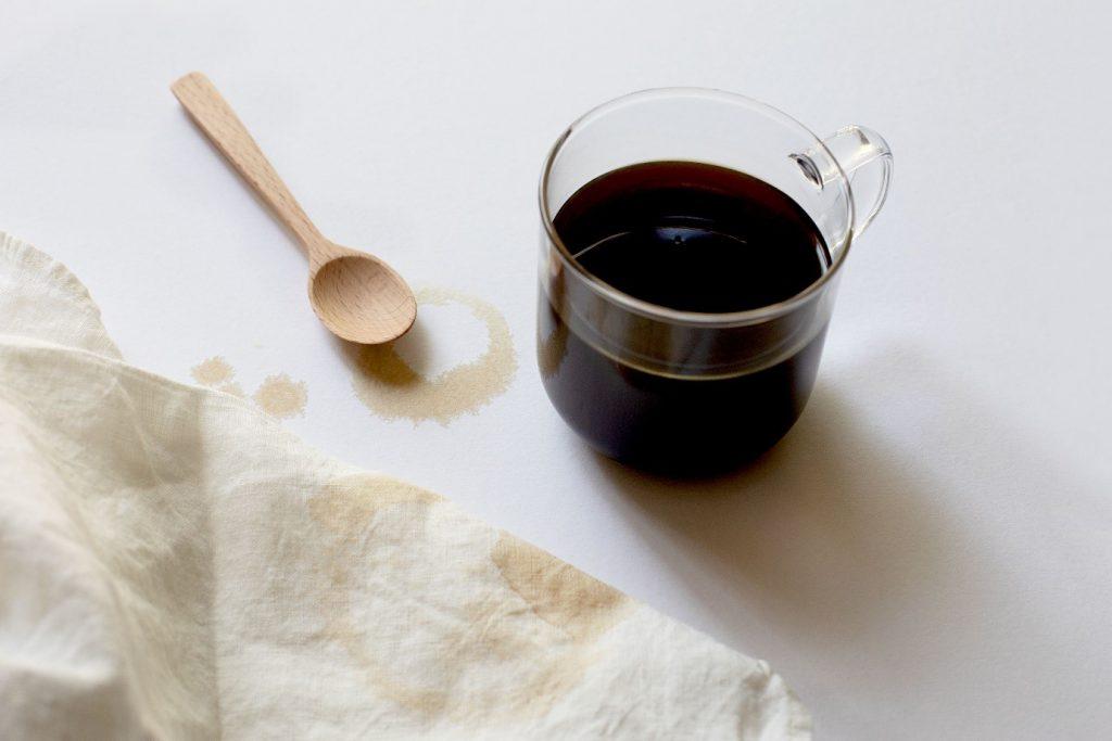 از بین بردن لکه قهوه از روی لباس