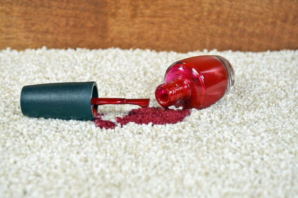 از بین بردن لکه لاک از روی فرش