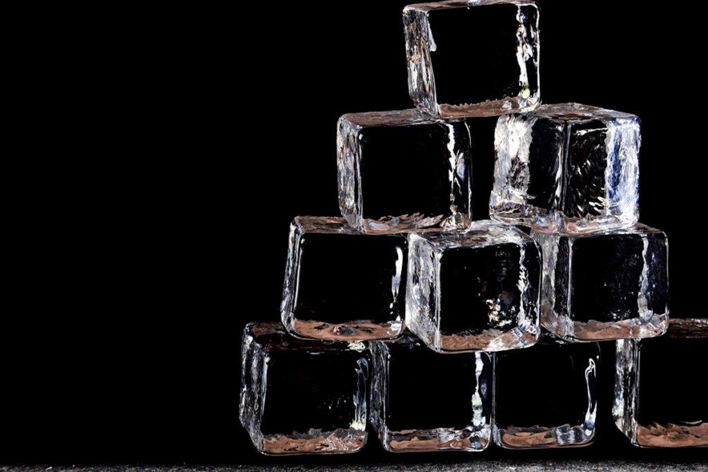 یخ برای پاک کردن لکه آدامس