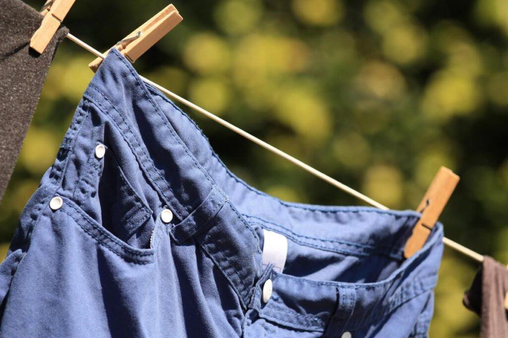 الکل، راهحل ساده برای پاک کردن لکه آدامس از روی لباس