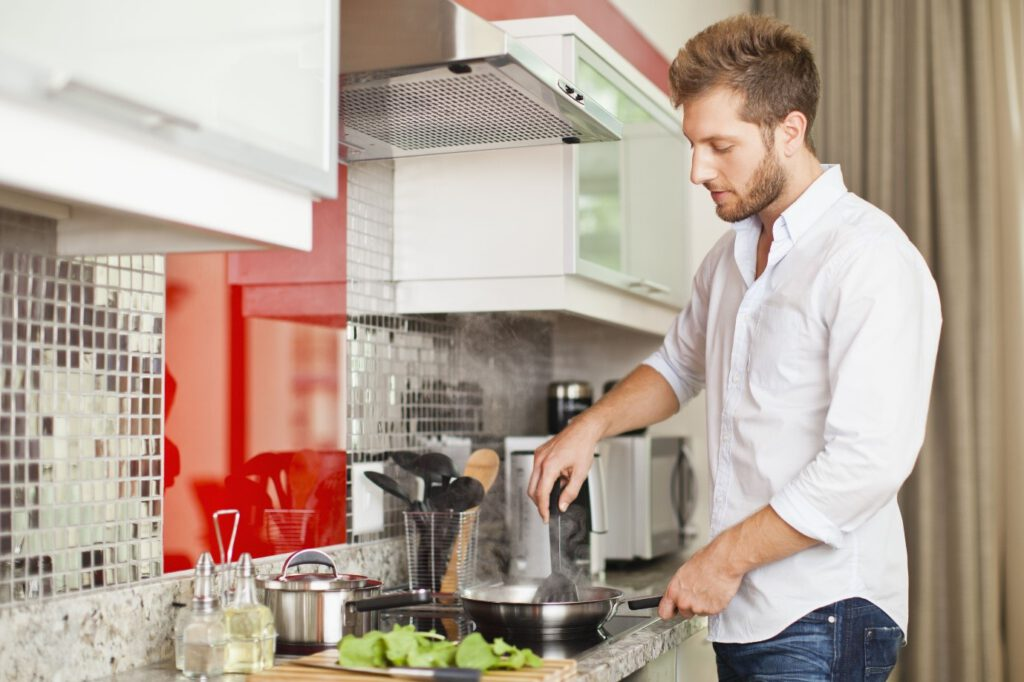 از بین بردن بوی بد لباس در خانه