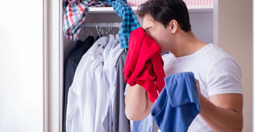 چگونه بوی بد لباس داخل کمد را از بین ببریم