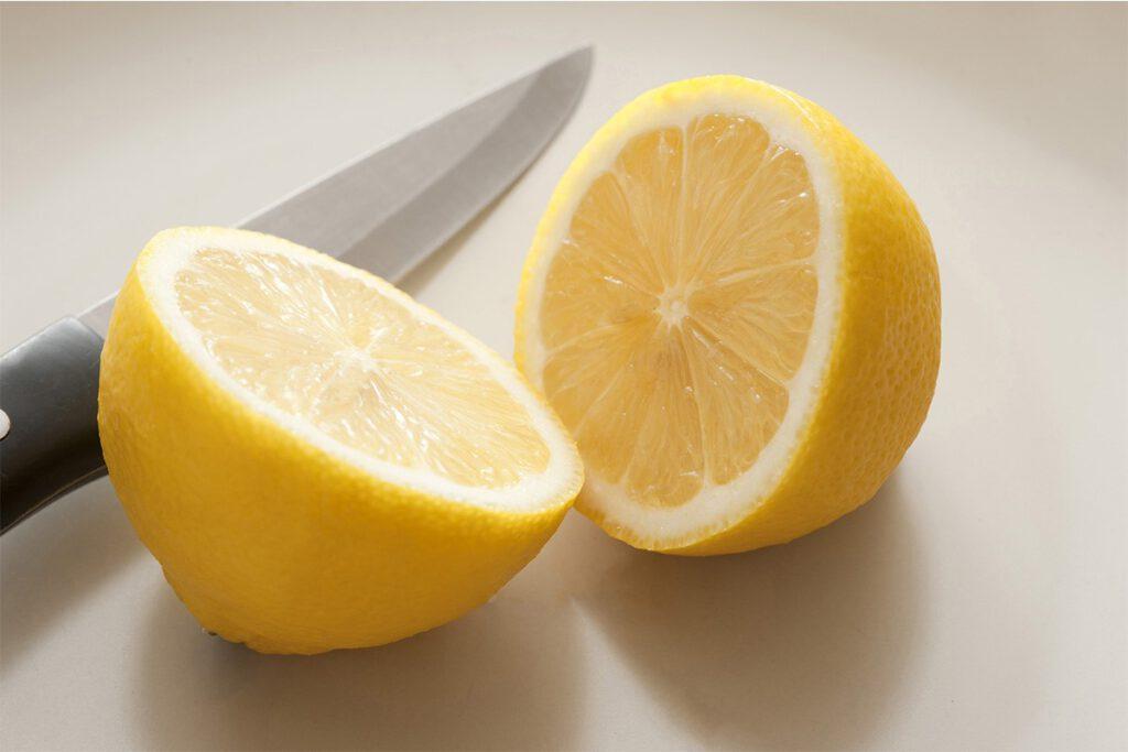 برگرداندن رنگ لباس با لیمو