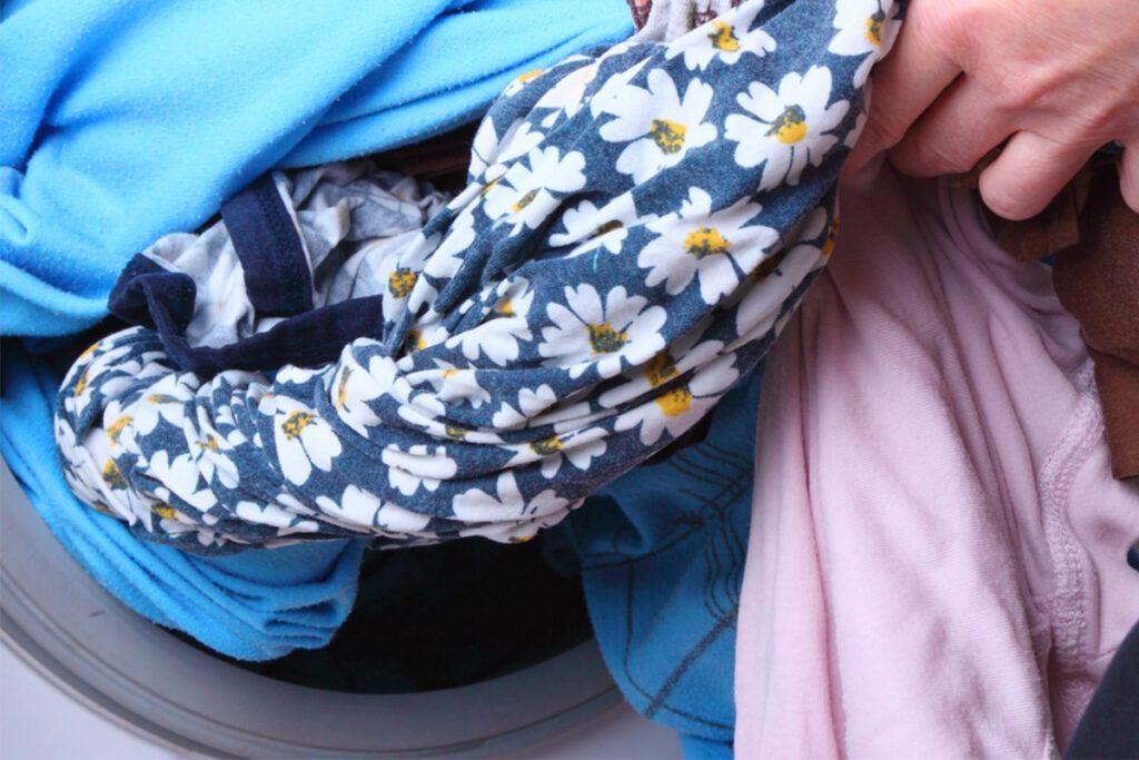 چطور لباس رنگ گرفته را پاک کنیم