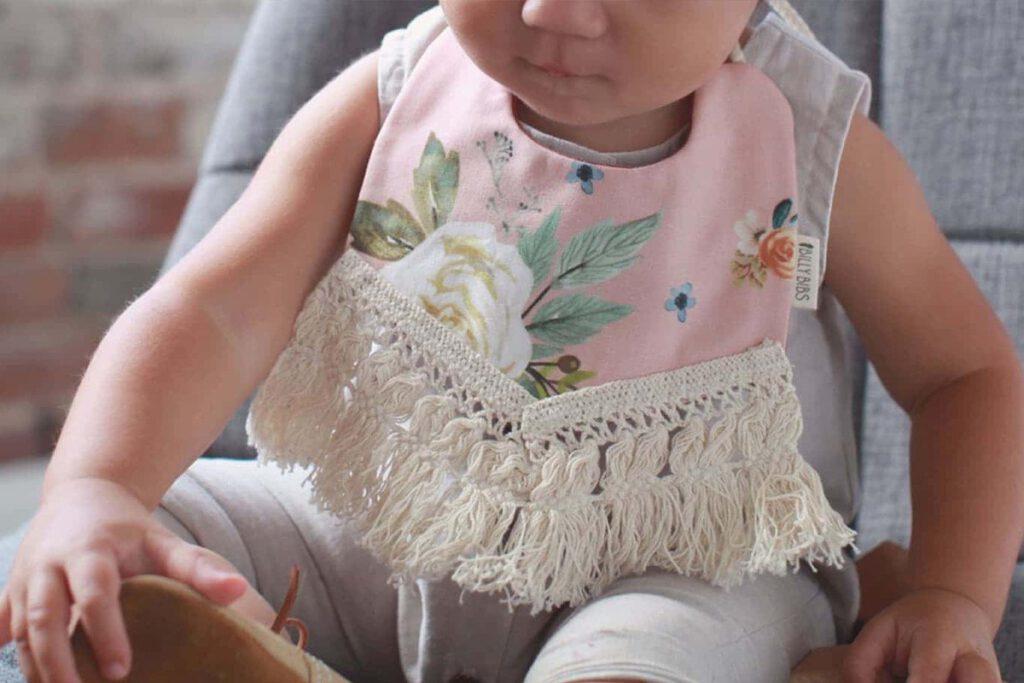 از بین بردن لکه روی لباس نوزاد