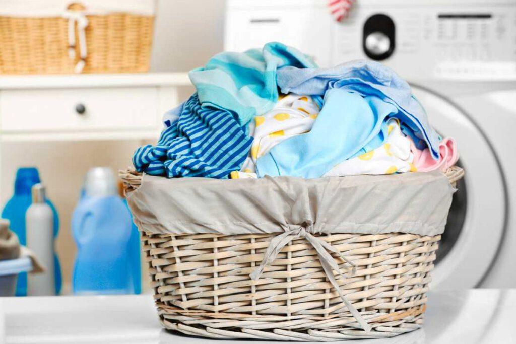 از بین بردن لکه مدفوع روی لباس نوزاد