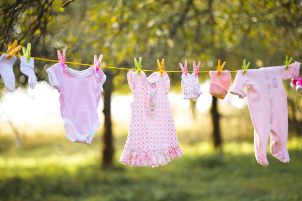 چگونه لکه لباس نوزاد را از بین ببریم